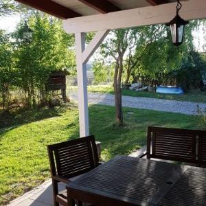 überdachte Terrasse mit Frühstückssonne